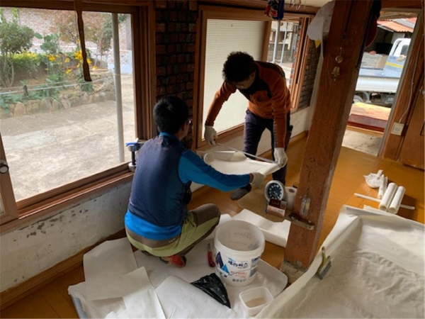 장흥군 대덕읍(읍장 김철호)은 지난 29일 수급자 및 저소득층 4가구의 주택 수리를 위해'우리동네 복지기동대'를 운영했다고 전했다.